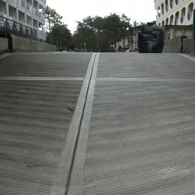 Dettaglio nuova pavimenatzione rampa di accesso solaio carrabile